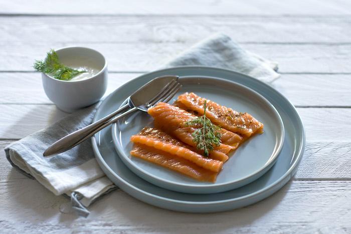 Saumon gravlax aux arômes rhum, cannelle et mandarine
